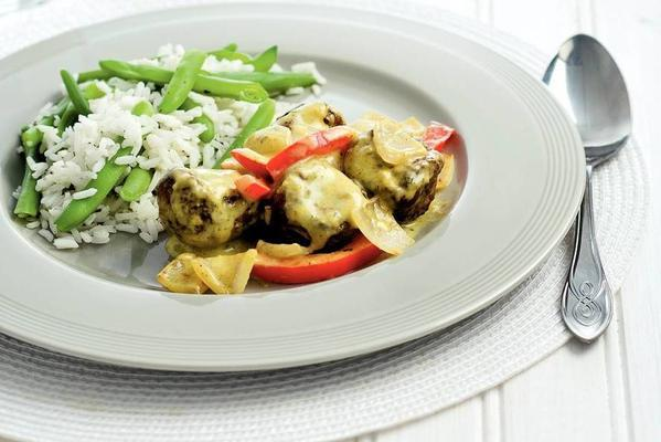 curry of minced meat with green beans rice