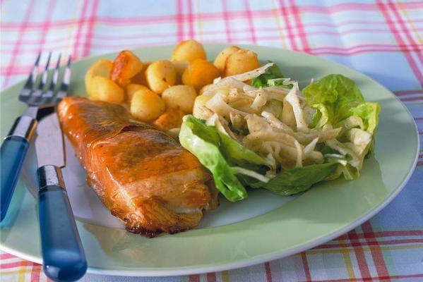 salmon from the oven with fennel salad