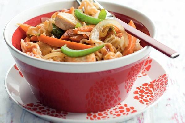 carrots and chicken in oriental tomato sauce with noodles