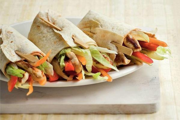 wraps with chicken, peppers and iceberg lettuce