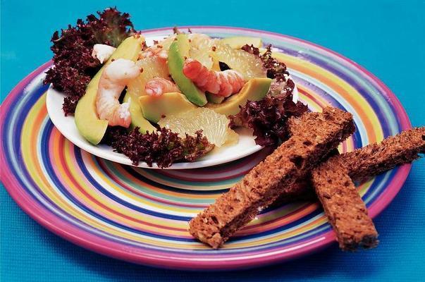 avocado salad with grapefruit and shrimps