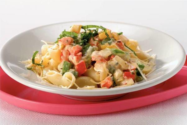 macaroni with creamy pepper sauce