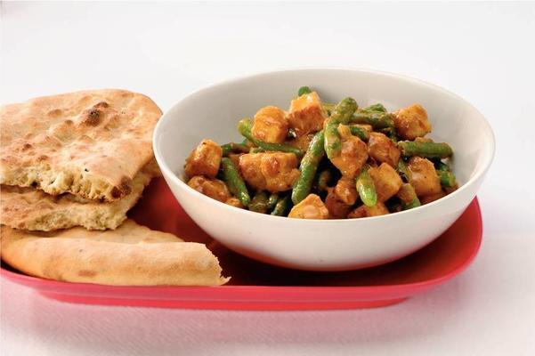 green beans curry with naan bread