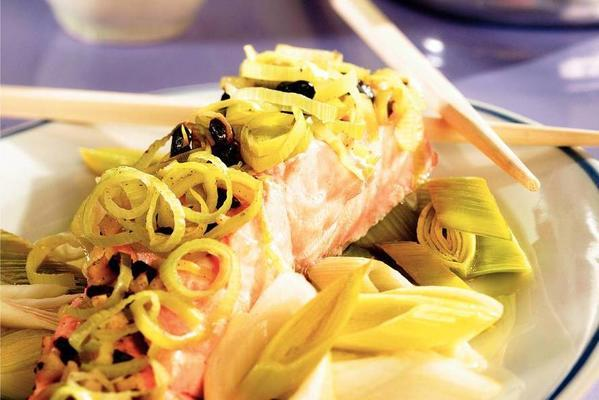 steamed salmon with leek and black beans