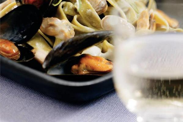 tagliatelle with mussels and lemongrass cream sauce