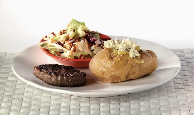 baked potato with steak the boeuf