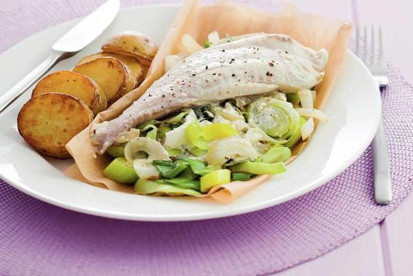 fish packages with leeks and cream cheese