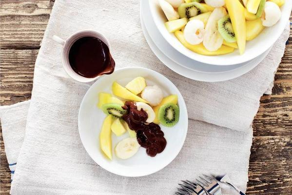 fruit salad with chocolate sauce