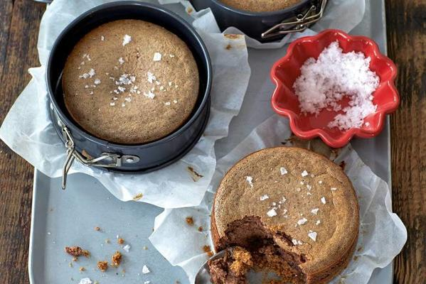 mini-choco cheesecakes with a salty bottom