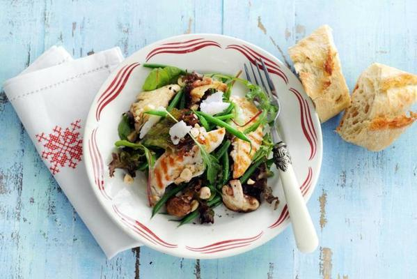 salad with grilled chicken and hazelnut oil