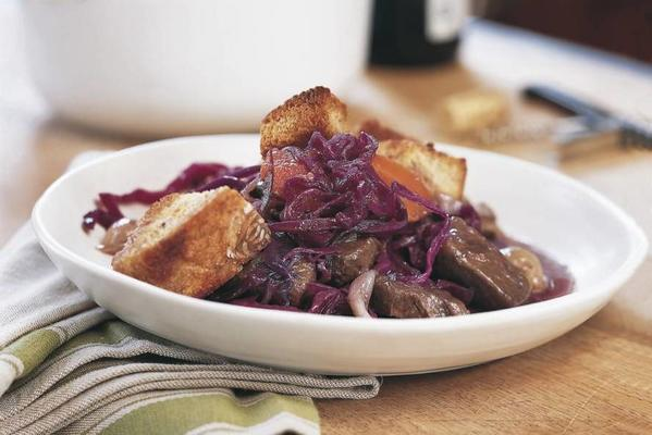 beef stew with red cabbage