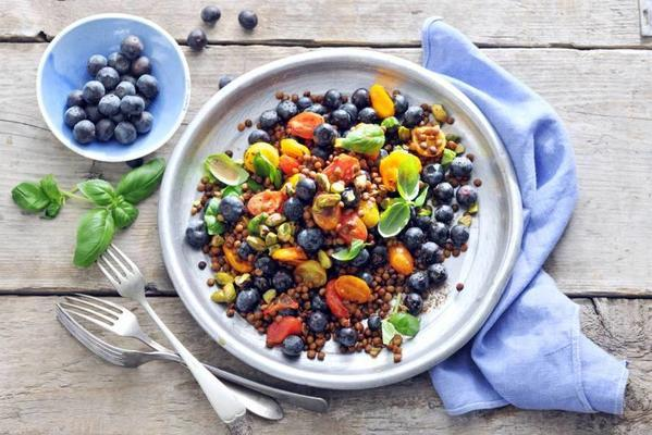 lentil salad with tomato and blue berry