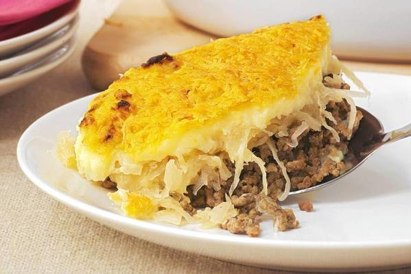Ovendish with sauerkraut and minced meat