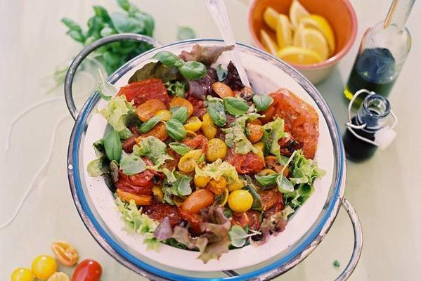 salad of oven-dried tomatoes