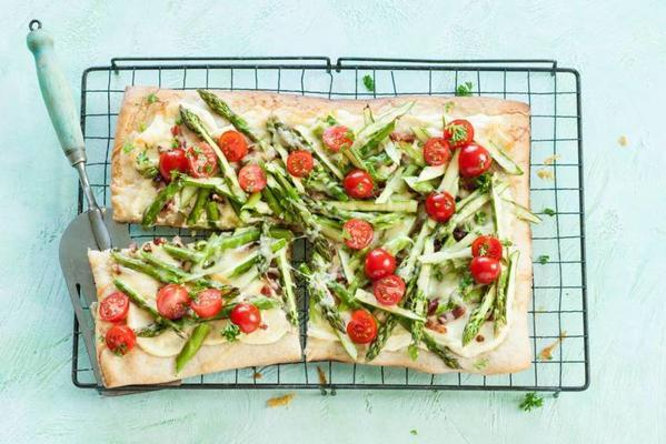 flammkuchen with gruyere and green asparagus