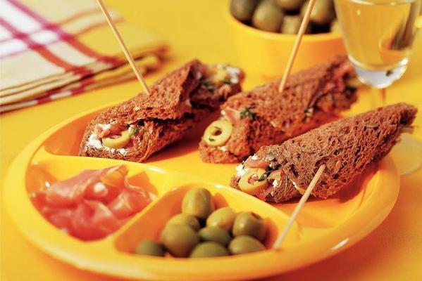 sandwich rolls with lemon olives
