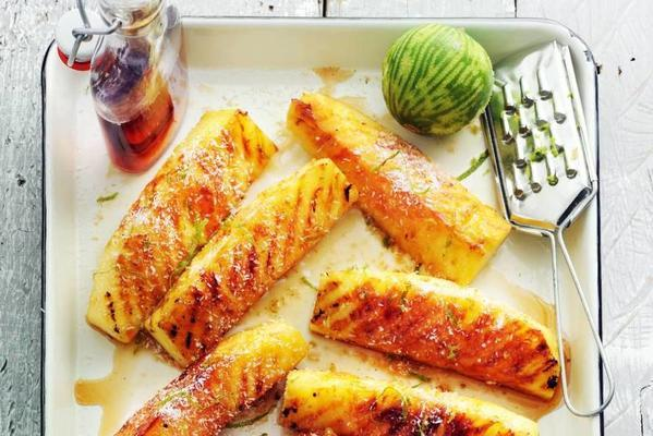 grilled pineapple with maple syrup