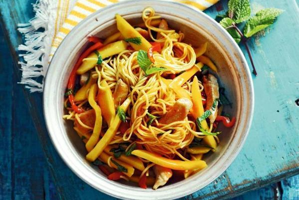 noodles with mango and chicken