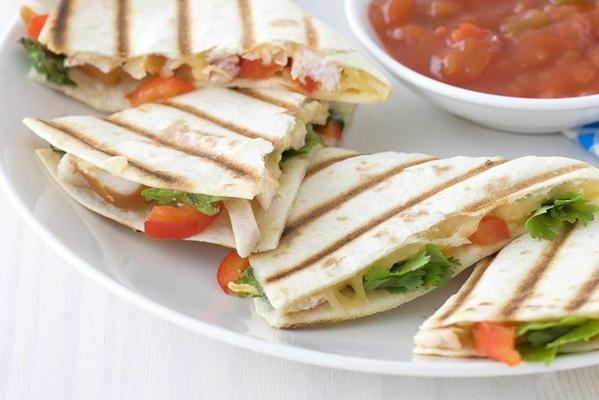 quesadillas with smoked chicken and peppers