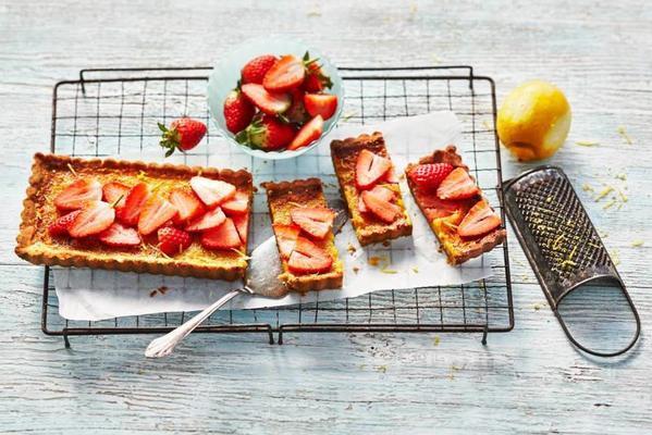 lemon pie with strawberries