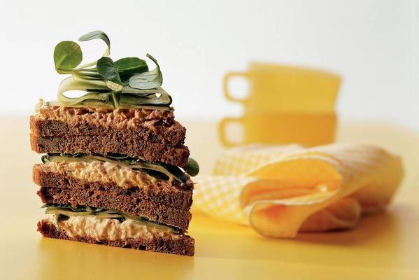 sandwich with tuna-lemon salad