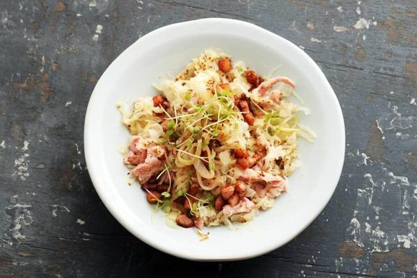 sauerkraut with shallots and bacon