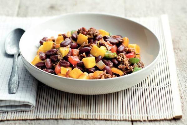 chili con carne with mango