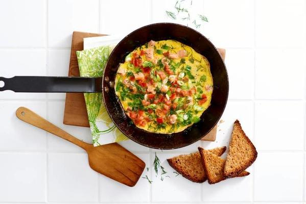 omelet with salmon and vegetables