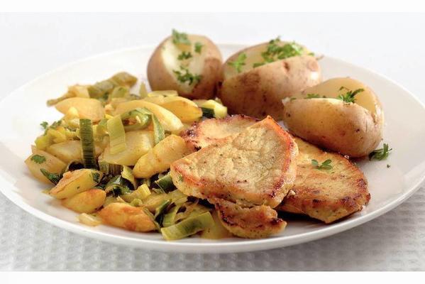 stir-fried asparagus and leeks with pork fillet