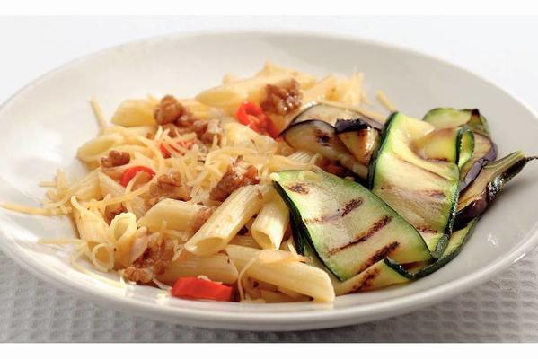 penne rigate with red pepper and walnuts