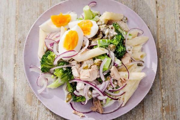 pasta salad with broccoli and tuna sauce