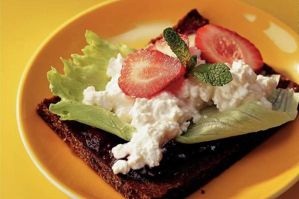 rye bread sandwich with strawberries