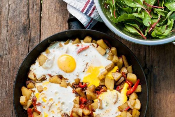 hashbrown with peppers and eggs