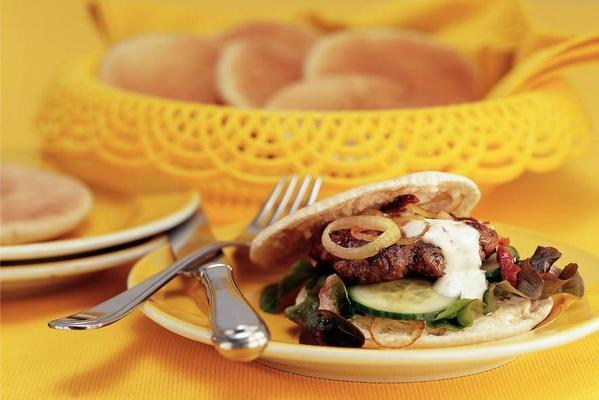 pita sandwich with spicy burger