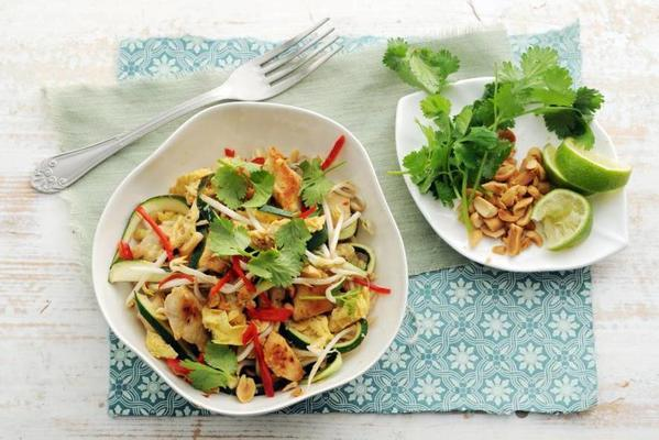 pad thai with zucchini noodles, chicken and peanuts
