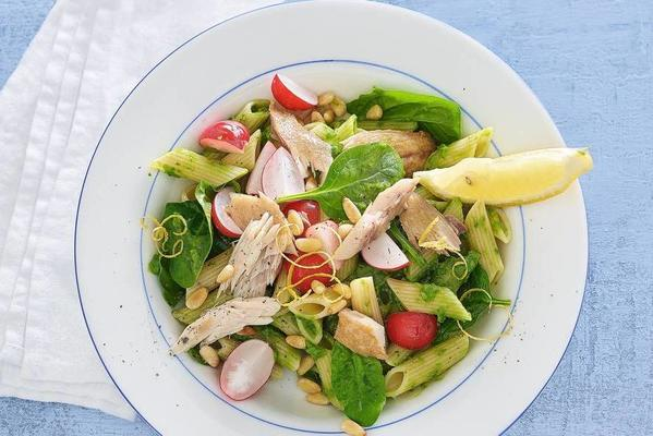 penne with smoked mackerel and sauce of avocado and spinach