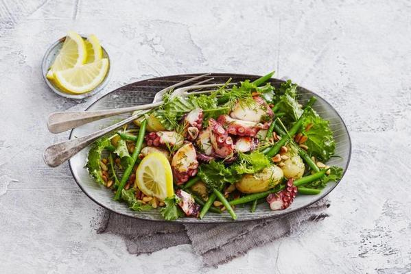 haricot's salad with marinated octopus