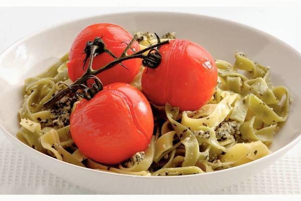 tagliatelle with fresh tomato and pesto sauce