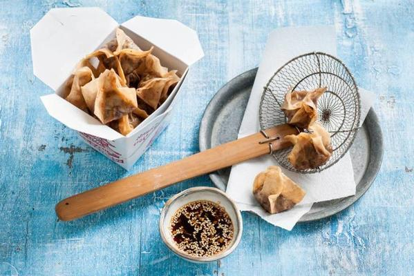 wontons with hoisin duck and soy chicken