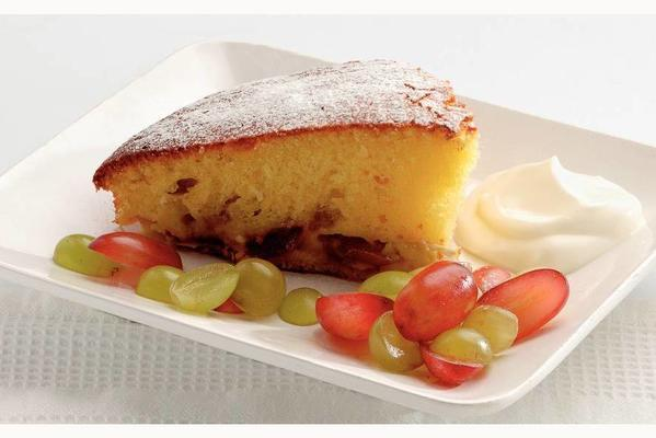 cake with fresh grapes and crème fraîche