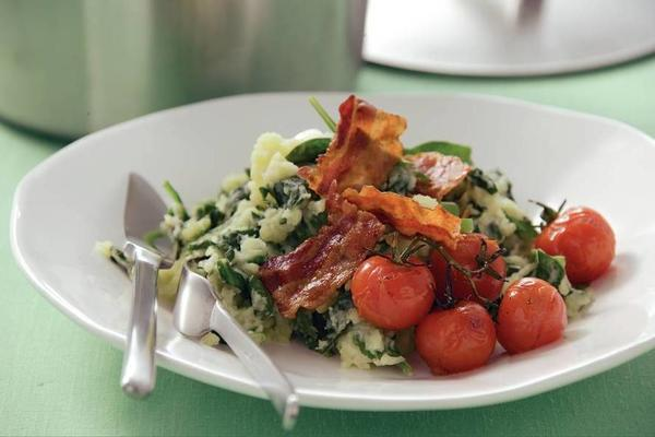 stew raw spinach with bacon