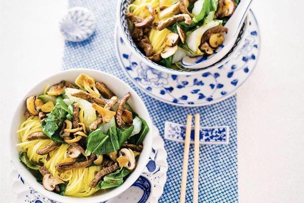 wok paksoi with mushrooms