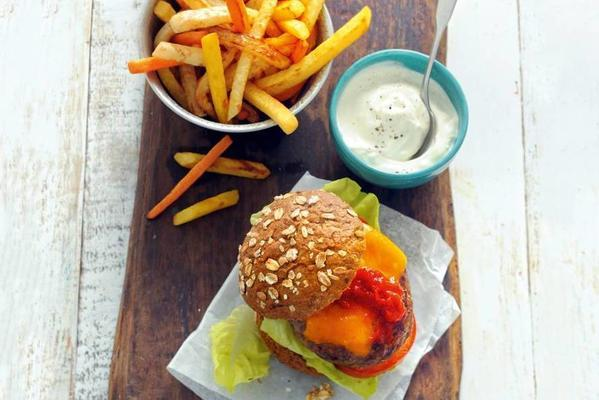 cheeseburger with vegetable sorrel and yogurtmayo