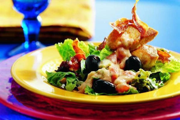 lukewarm salad of turkey medallions in tomato-tarragon sauce