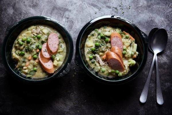 pea soup with crabs and garden peas