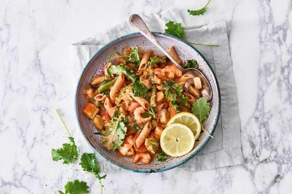 wholemeal-spelled parsley in creamy tomato sauce