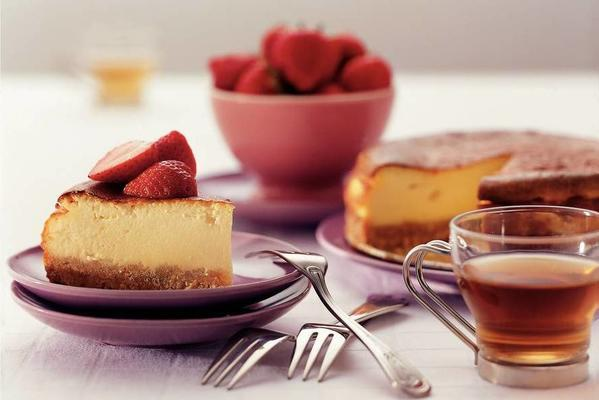 blissfully sweet cheesecake with marinated strawberries