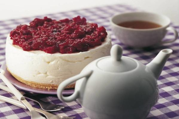 cream cheesecake with cranberry topping