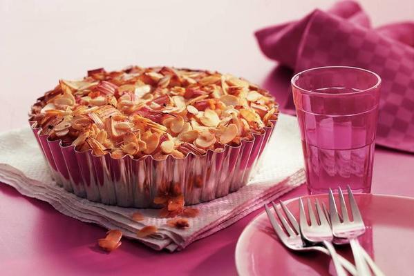 rhubarb-almond pie with orange