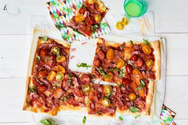 plate pizza with salami and tomatoes